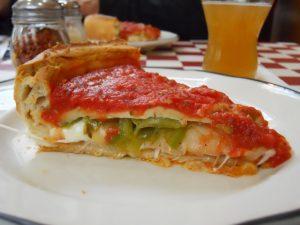 انواع پیتزا - برشی از پیتزا شیکاگویی