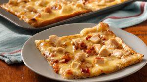 پیتزا جوجه با پنیر گودا