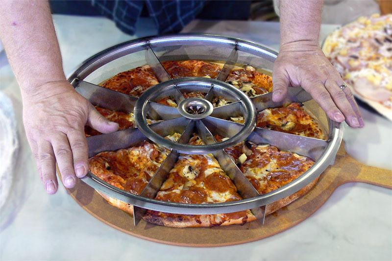 پیتزا بر چند تیغ گرد
